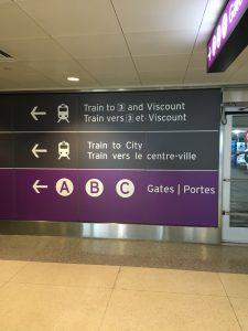 トロント空港からUP Express乗り場までの道なり